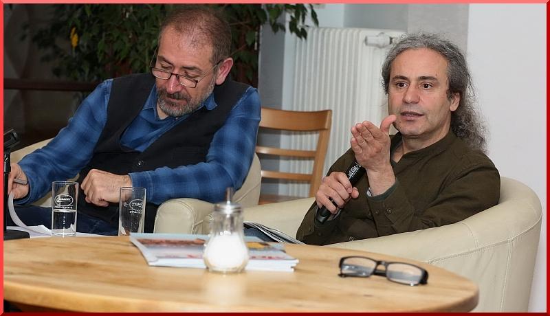 Yeşiller Partisi Berlin Parlamentosu Milletvekili Dr. Turgut Altuğ, gazeteci Mesut Hastürk'ün yönettiği açık oturumda, partisinin eyâlet hükümetinde geçirdiği 2,5 yılı ve kendi çalışmalarını anlattı.